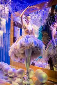 best-window-displays_harrods_2014_christmas_the-land-of-make-believe_04