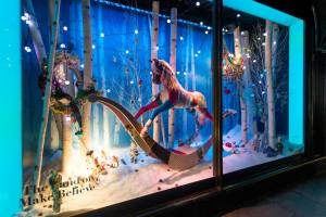 best-window-displays_harrods_2014_christmas_the-land-of-make-believe_10